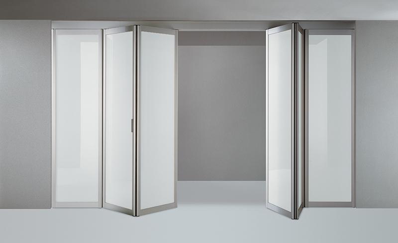 Fehér tolóajtós beépített szekrény
